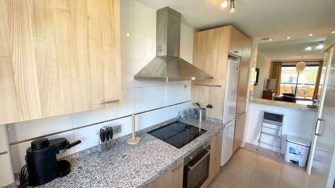 1028-Kitchen2.jpg