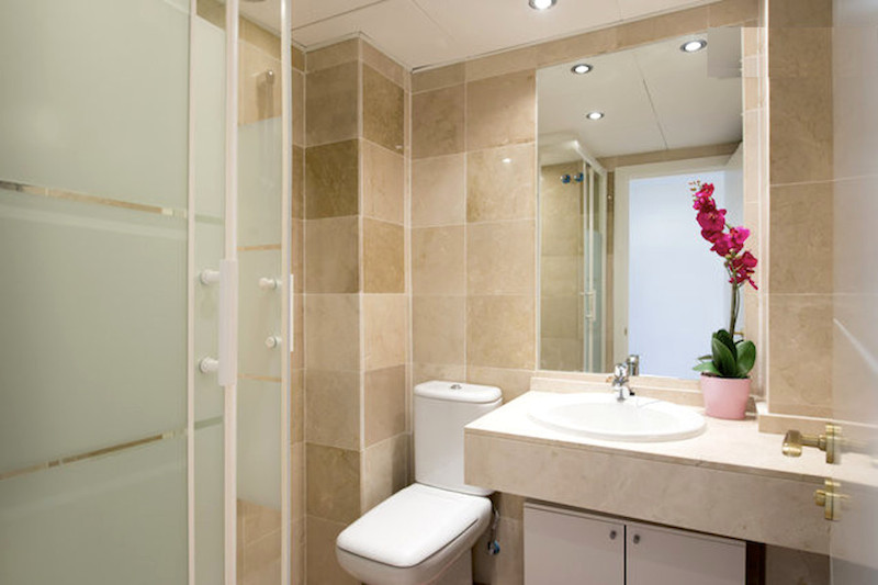 BLQ6-Bathroom.jpg