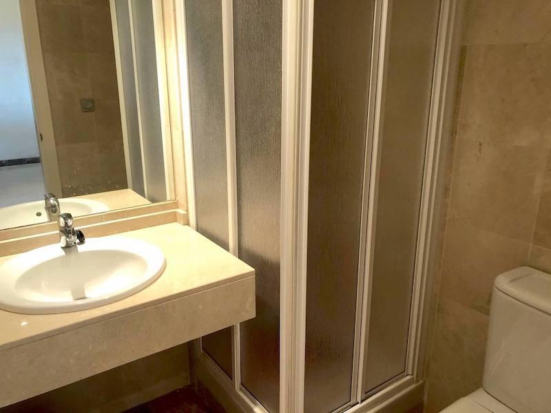 CSG8B825-Bathroom.jpg