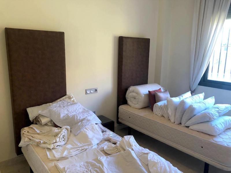 CSG8B825-Bedroom_2.jpg
