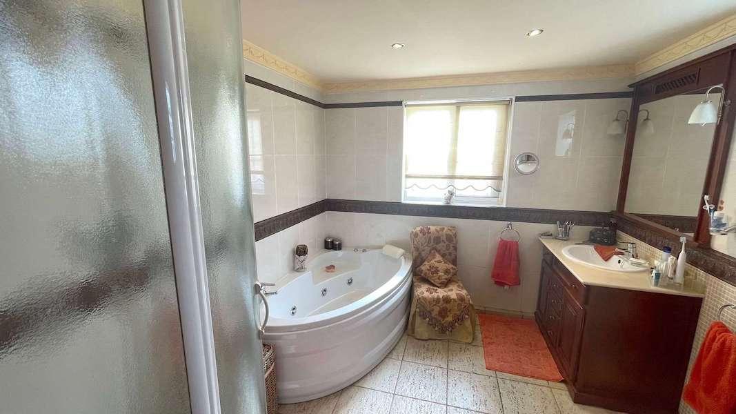 CalahondaVilla-Bathroom.jpeg