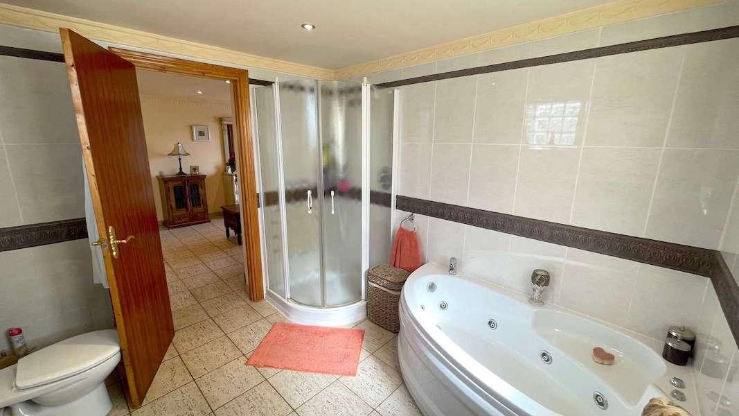 CalahondaVilla-Bathroom2.jpeg