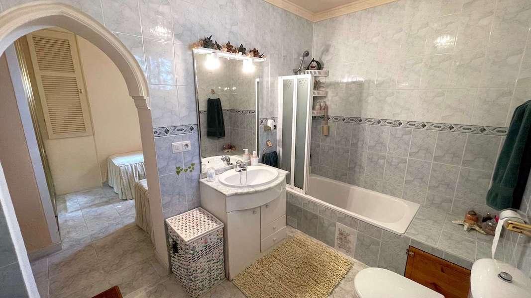 CalahondaVilla-Bathroom_3b.jpeg