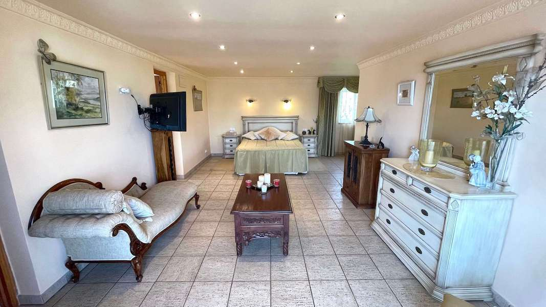CalahondaVilla-Bedroom.jpeg