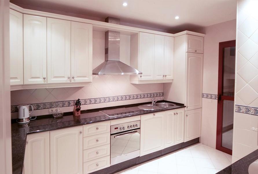 Don_Carlos-kitchen.jpg