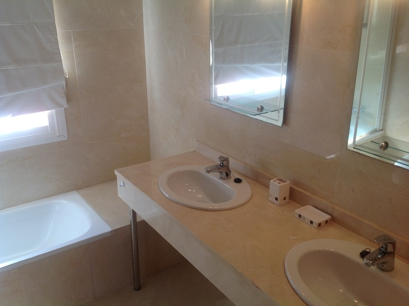 Elviria_house-Master_en-suite.jpg
