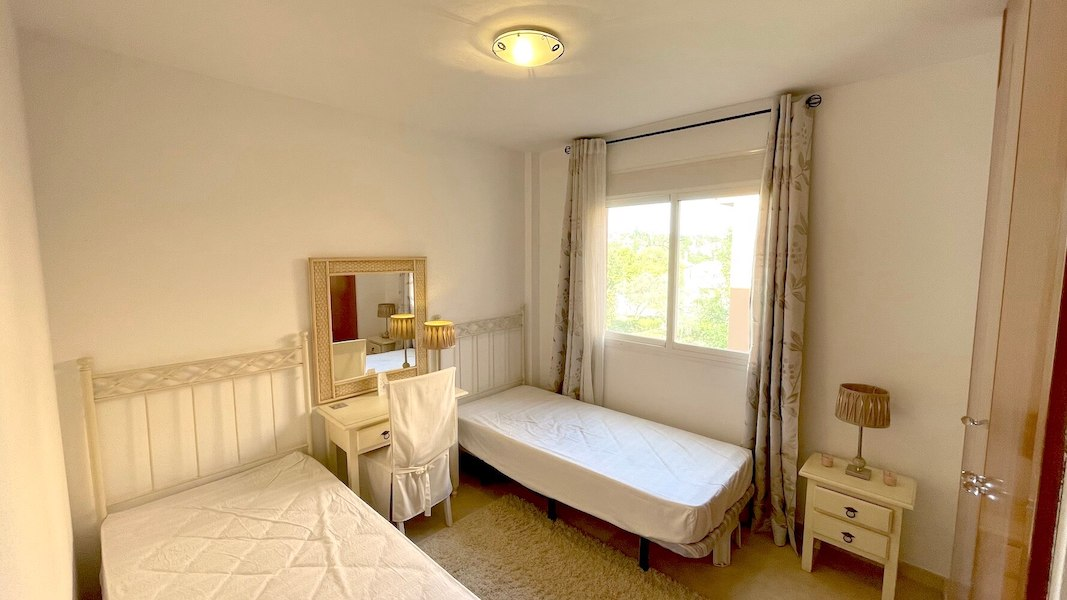 HSM413B-Bedroom_2.jpeg