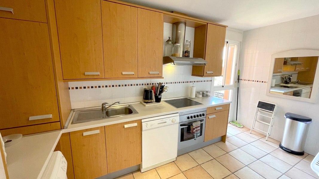 HSM413B-Kitchen.jpeg