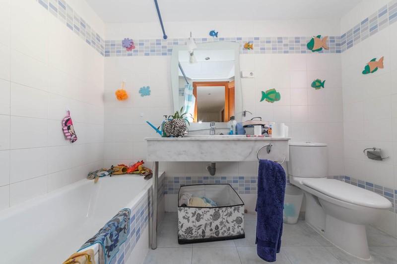 HSM_TH-Bathroom.jpg