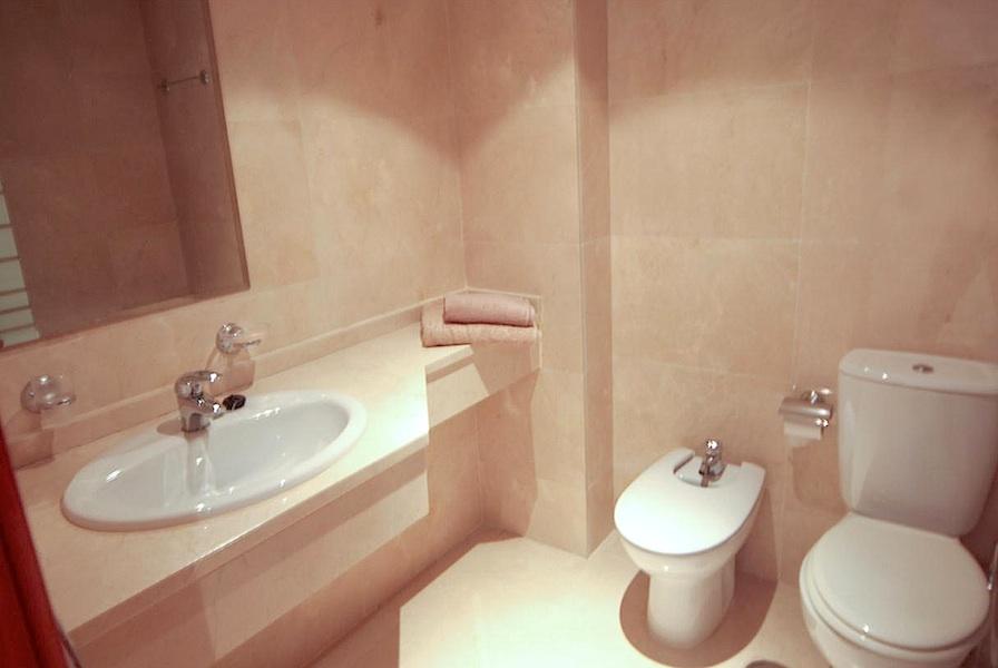HSM_bathroom.jpg