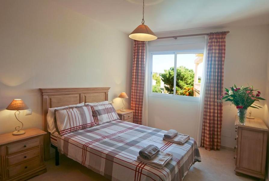 HSM_master_bedroom.jpg
