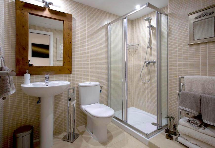 LC1075-Bathroom.jpg