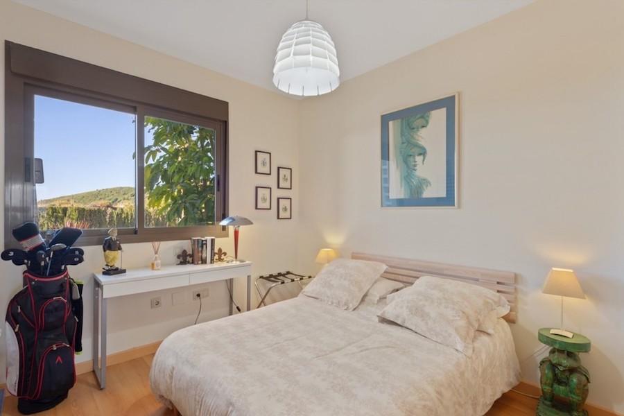 LC1395-Bedroom_2.jpg