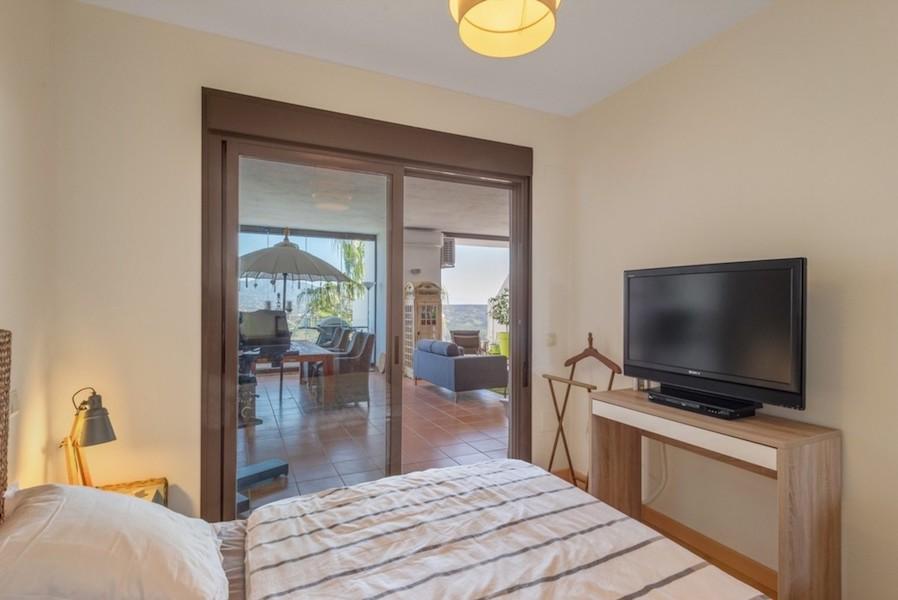 LC1395-Master_bedroom2.jpg