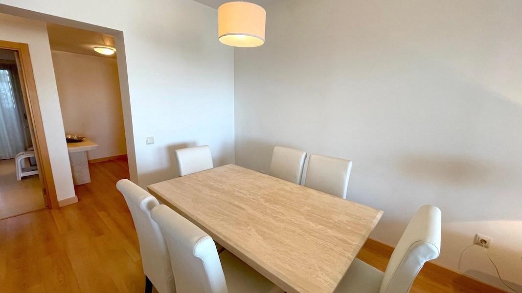 LC14102-Dining_area.jpg