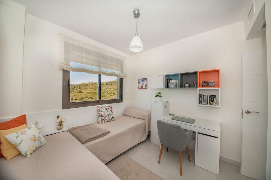 LC14106-Bedroom_2b.jpg