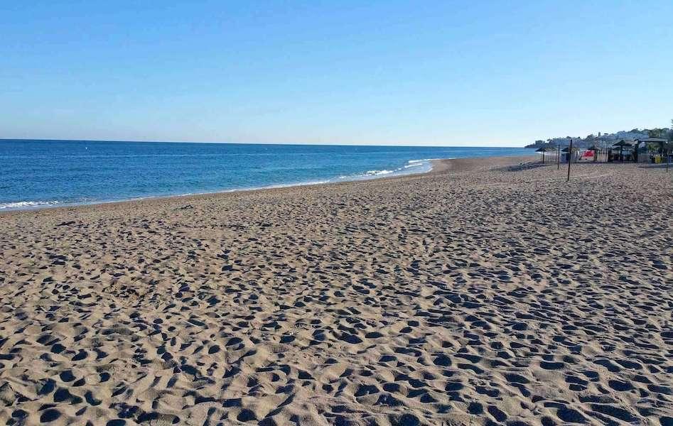 LC18136-Beach.jpg