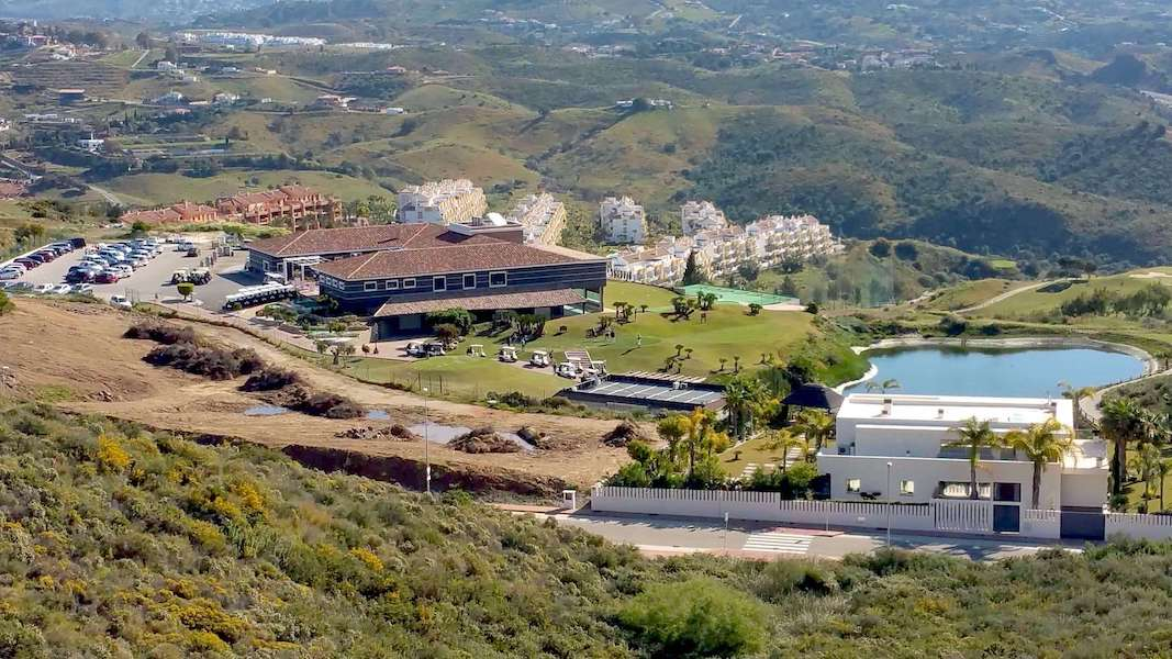 LC18136-Golf_view.jpg