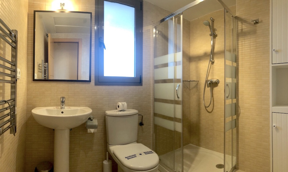LC24179-Bathroom.jpg