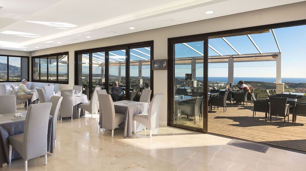 LC24179-Golf_Restaurant.jpg