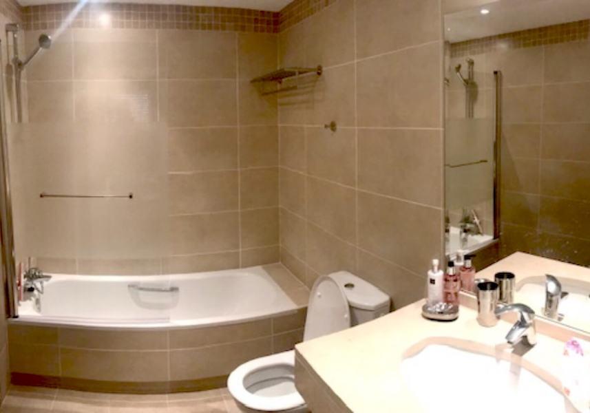 LC425-Bathroom.jpg