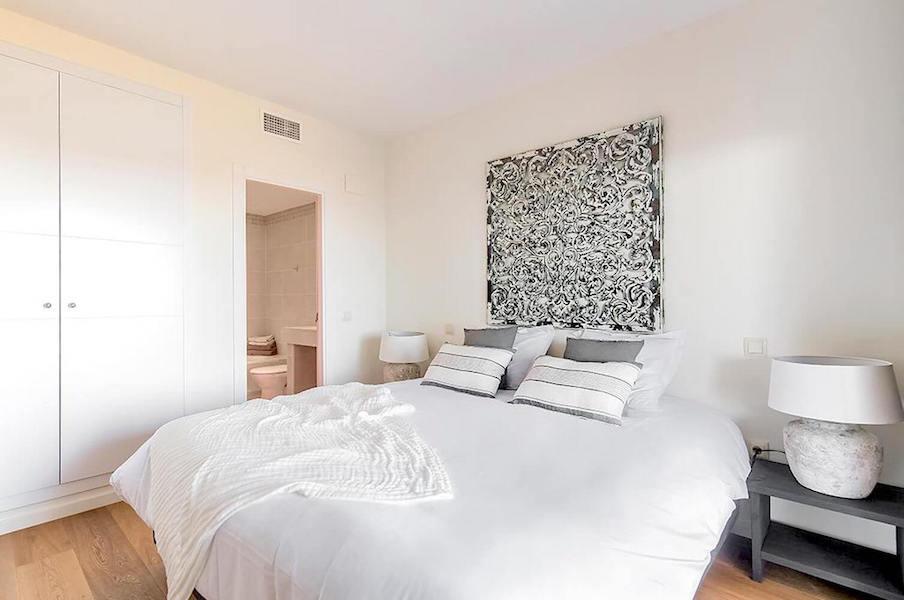 LC425-Bedroom.jpg