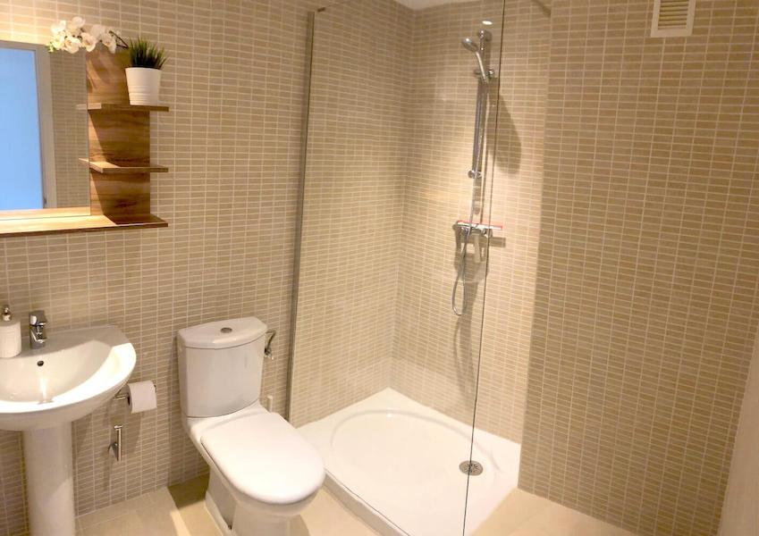 LC537-Bathroom.jpg