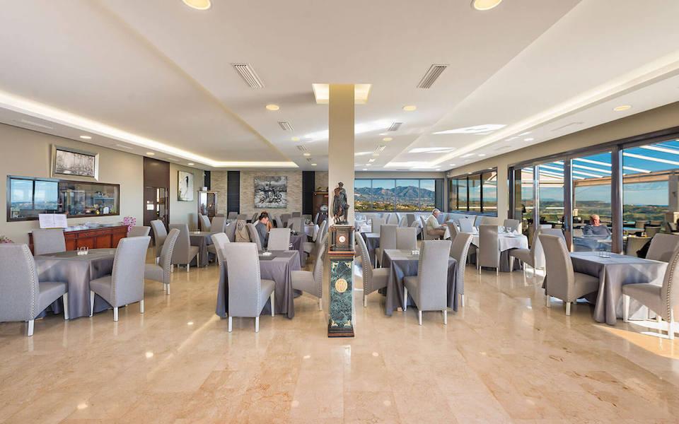 LC537-GolfRestaurant.jpg