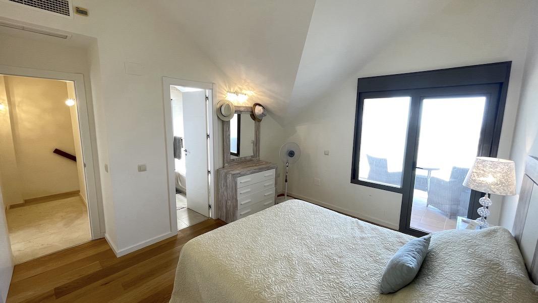 LaCala17-Master_bedroom.jpg