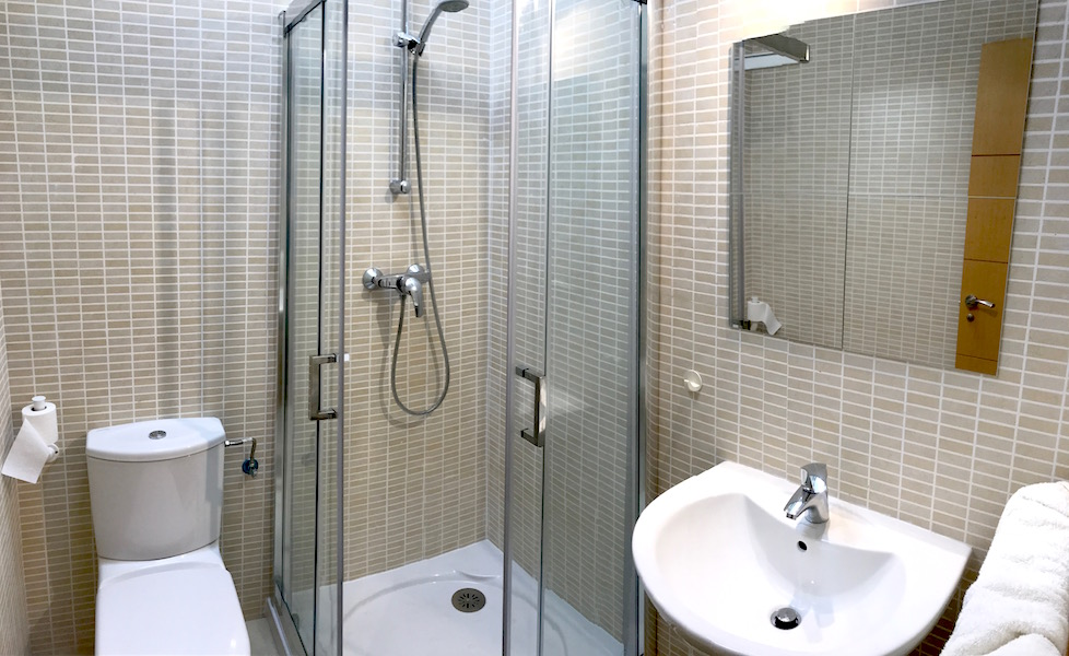 La_Cala_Hill_Club-En-suite_shower.jpg