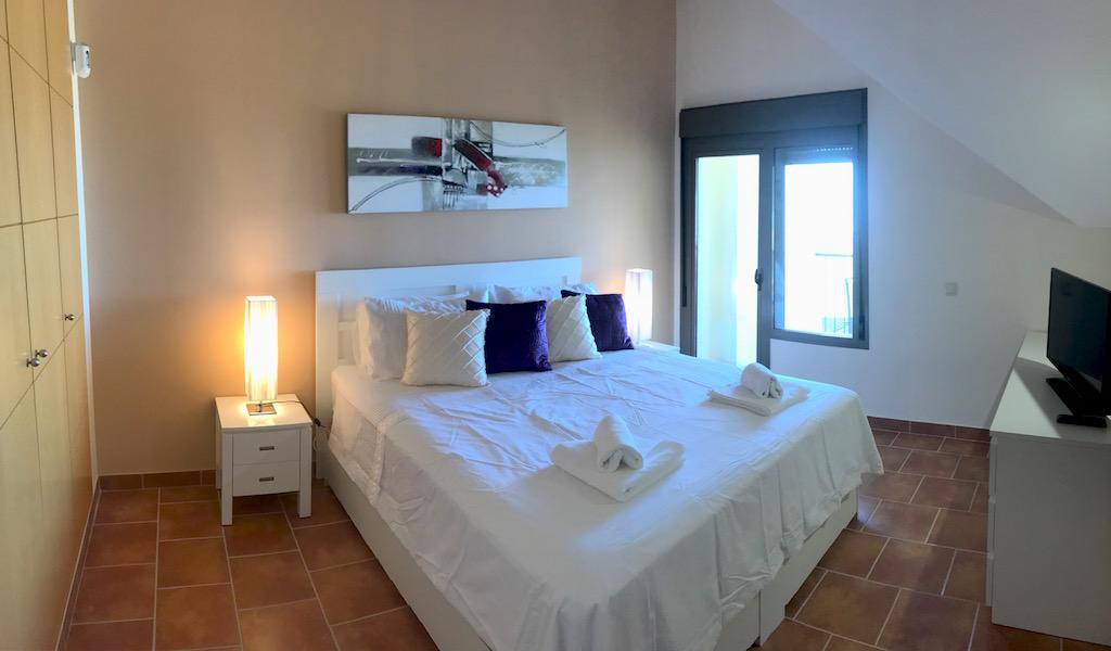 La_Cala_Hill_Club-Master_bedroom.jpg