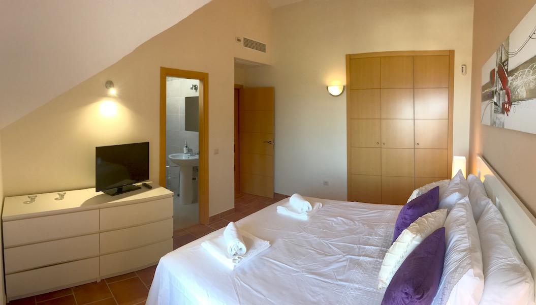 La_Cala_Hill_Club-Master_bedroom2.jpg