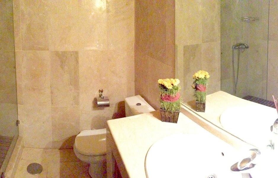 Las_Cumbres-Guest_bathroom.jpg