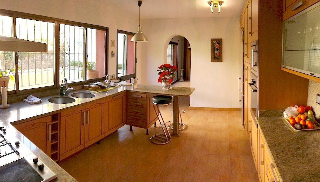 Las_Cumbres-Kitchen.jpg