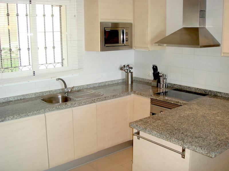 Las_Palmeras_de_Calahonda_kitchen.jpg