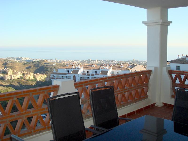 Las_Palmeras_de_Calahonda_terrace.jpg
