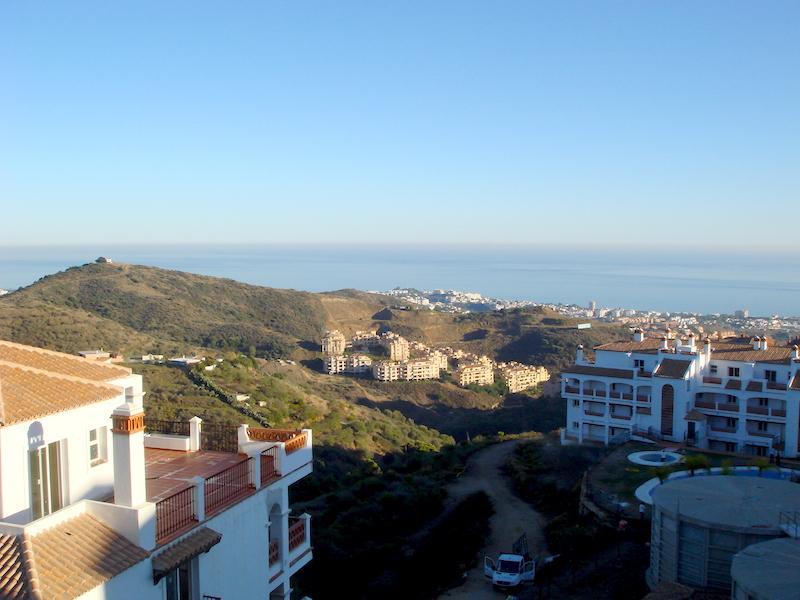 Las_Palmeras_de_Calahonda_view.jpg