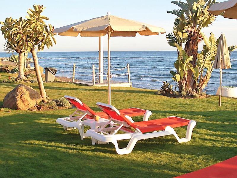Las_Salinas-Beach.jpg