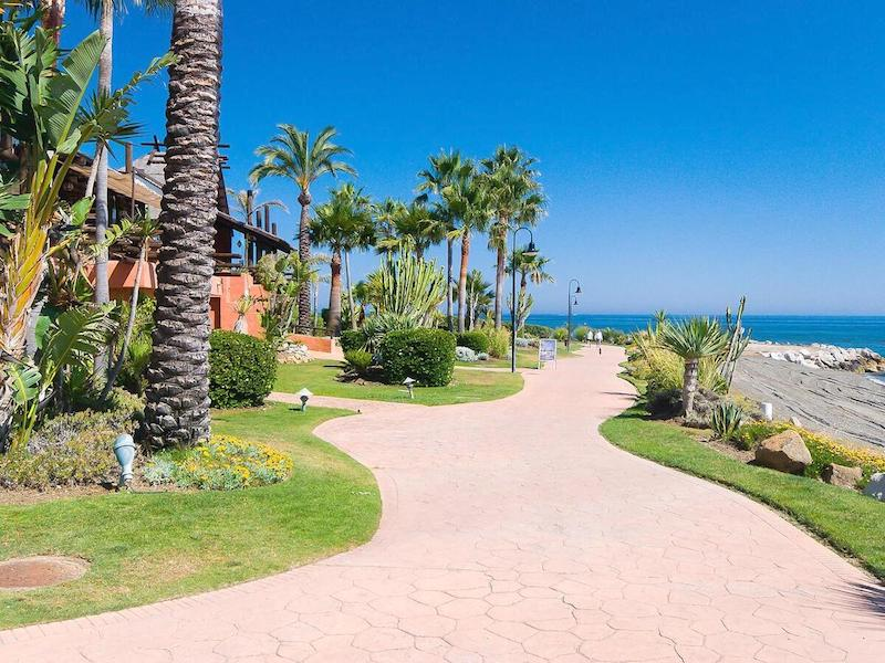 Las_Salinas-Beach2.jpg