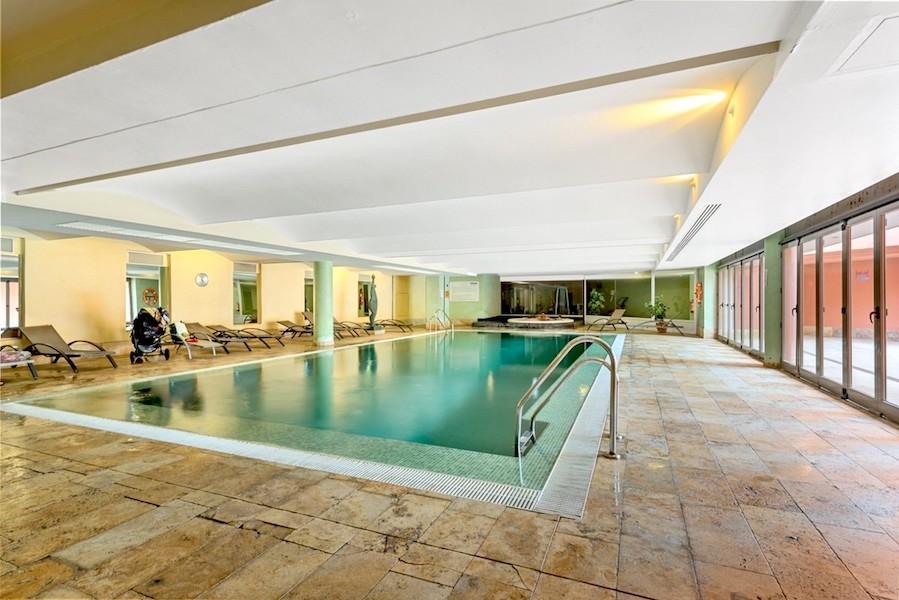Las_Salinas-Indoor_pool.jpg