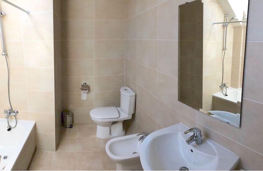 LosCortijoS-Bathroom.jpg
