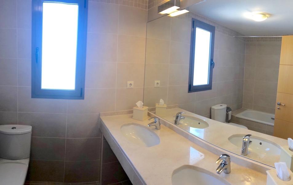 Los_Cortijos24181-En-suite.jpg
