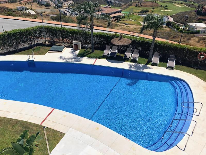 Los_Cortijos_175-Pool.jpg
