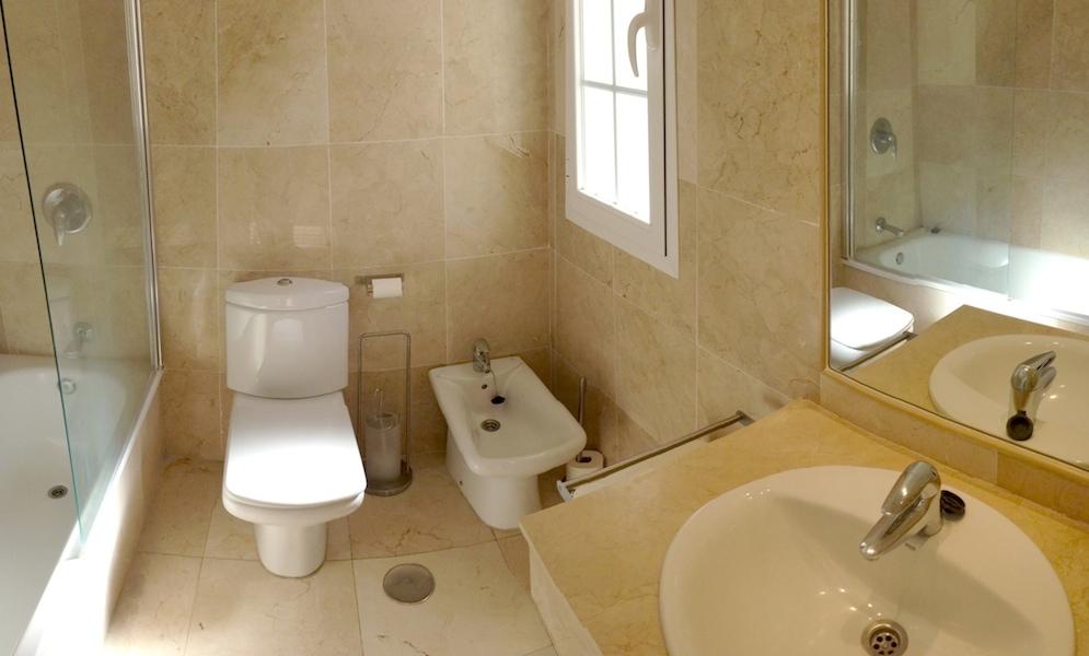 Rio_Real-bathroom.jpg