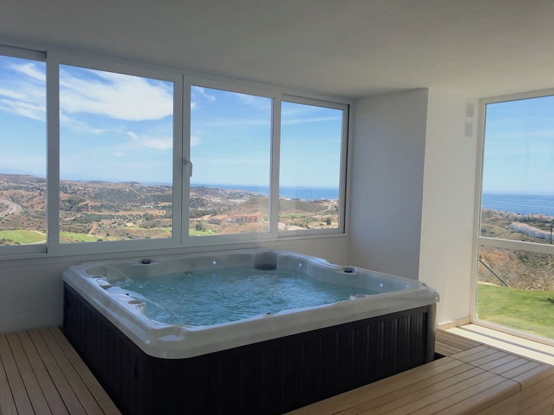 The_Suites_320-Jacuzzi.jpg