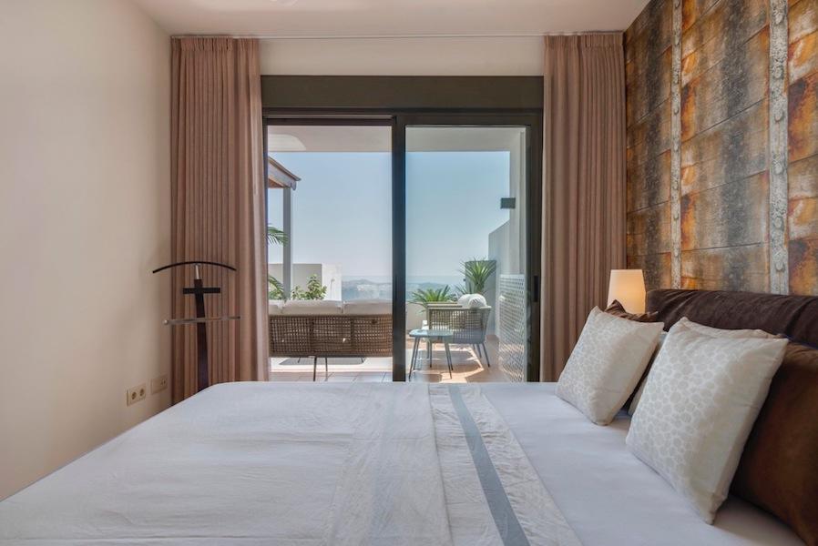 The_Suites_320-Master_bedroom2.jpg
