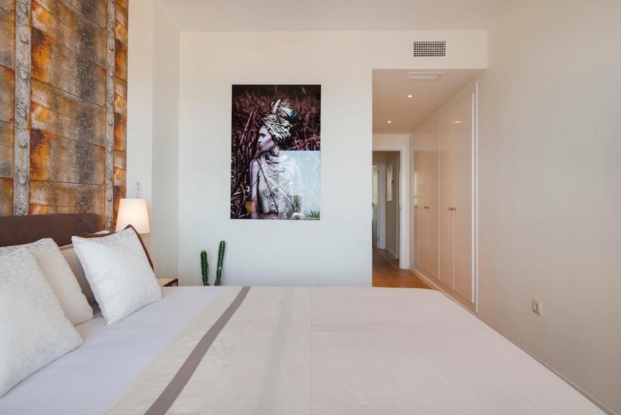 The_Suites_320-Master_bedroom4.jpg