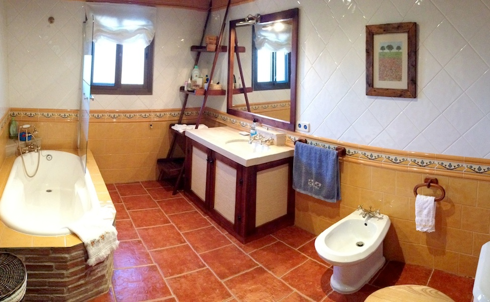 VILLA-Bathroom.jpg