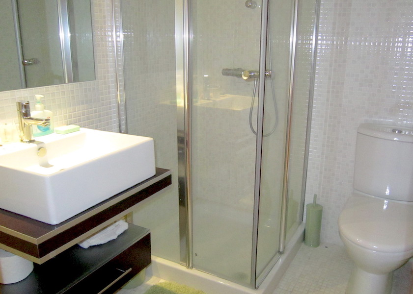 hercesaCalanova-bathroom.jpg